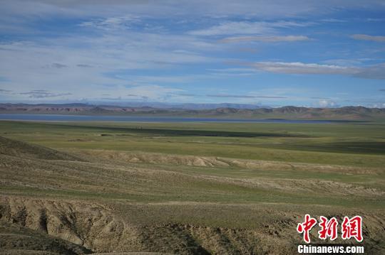 图为本次科研人员发现化石的西藏地区伦坡拉盆地。南古所供图