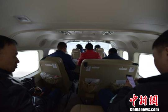 荆门至武汉短途运输航线是湖北省第一条短途运输航线 熊东东 摄