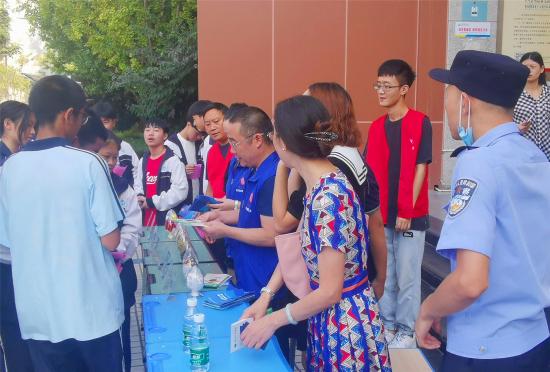 简阳市射洪坝街道进校园开展青少年毒品预防教育宣传活动
